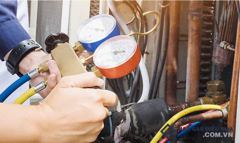Nạp gas điều hòa bổ sung sau khi bảo dưỡng