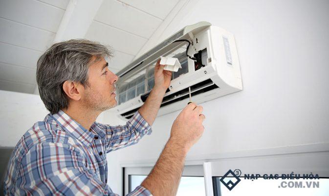 5 nguyên nhân máy lạnh chạy một lúc rồi tắt và cách sửa từ A - Z