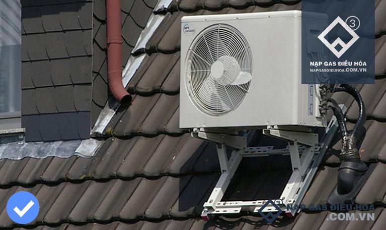 Lắp đặt dàn nóng điều hòa trên mái nhà
